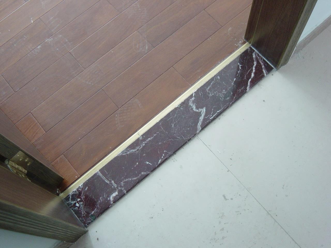 作用 门槛石能起到防潮的作用,防止地板起拱.