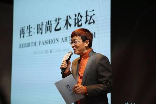 雕塑艺术家高孝午与中国服装设计师协会副主席曾凤飞
